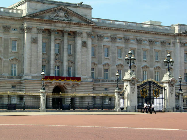 An empty buckingham palace