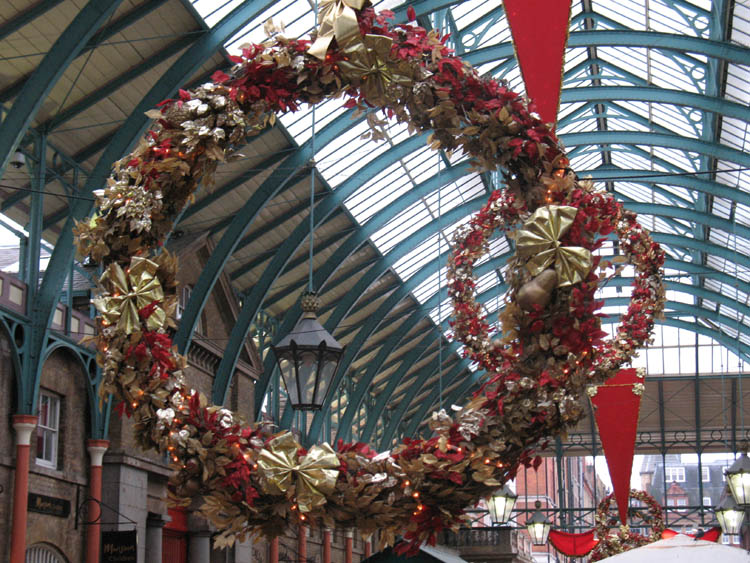 The decorations inside the piazza