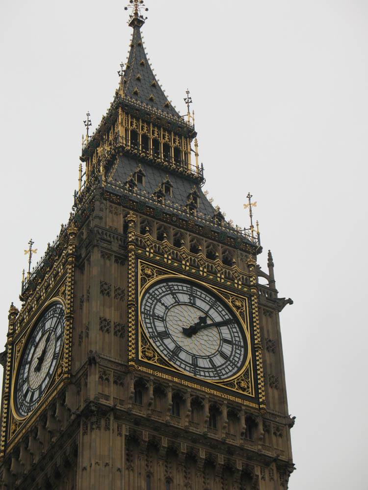 Impressive clock